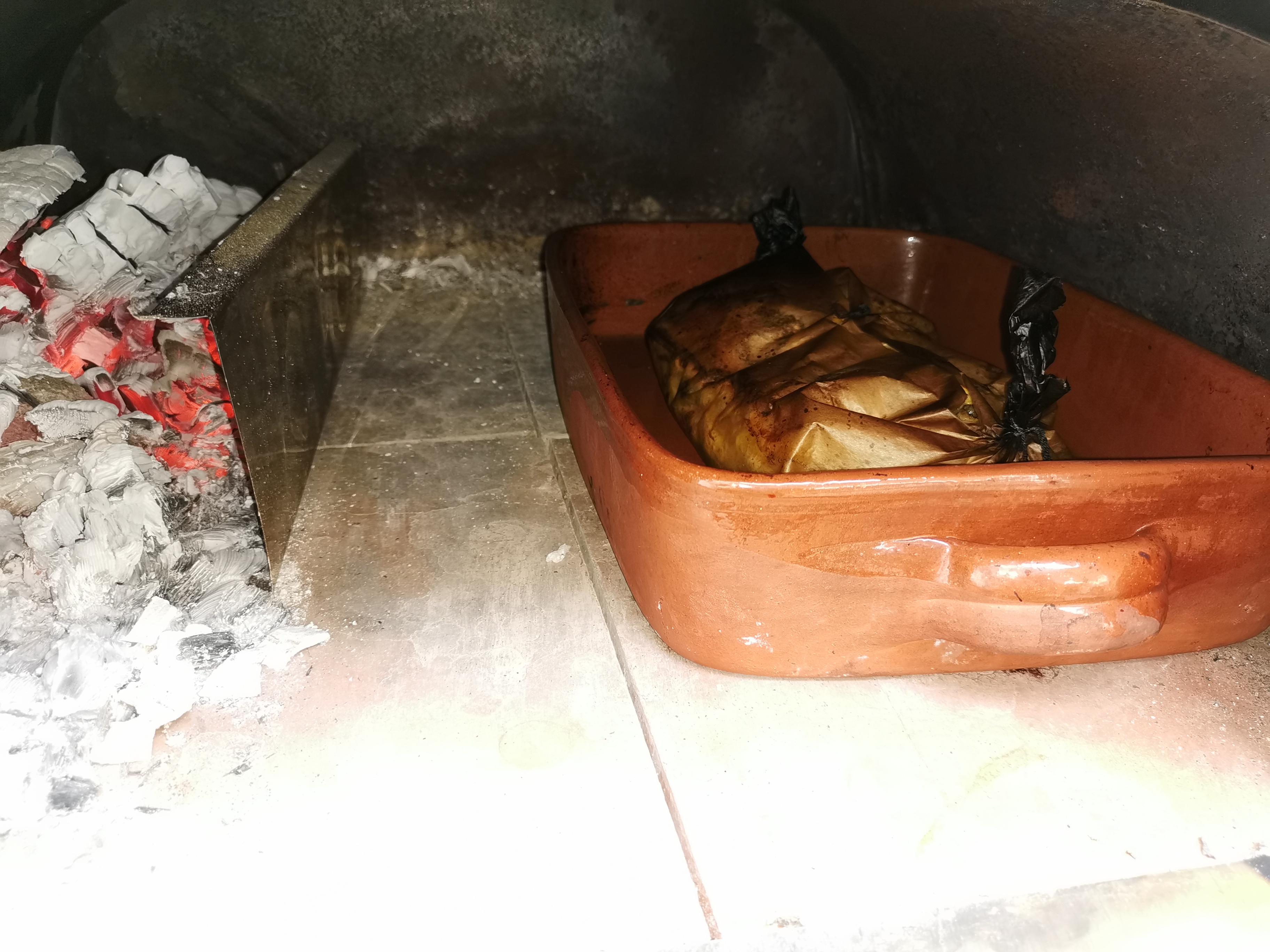 Holzbackofenrezept-Lachs-auf-Spargel-im-Ofen