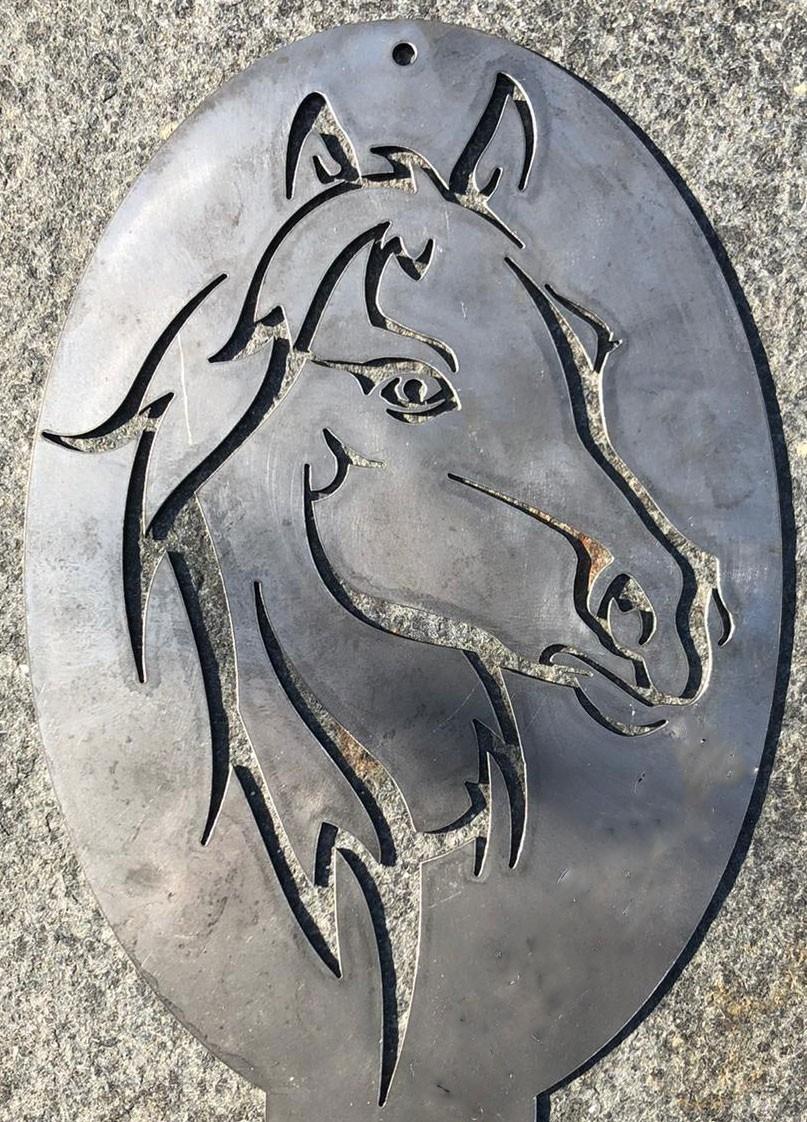 megrill Pferdekopf aus Cortenstahl corten3