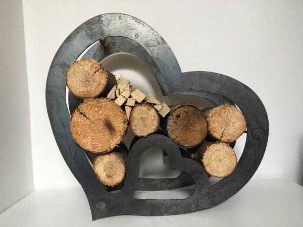 Brennholzregal Herzform